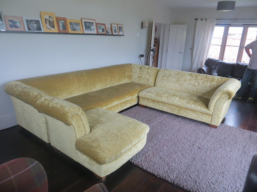 Chesterfield ecksofa  Chesterfield Ecksofa Modell Chatsworth Samt gelb www.kippax-sofas ...