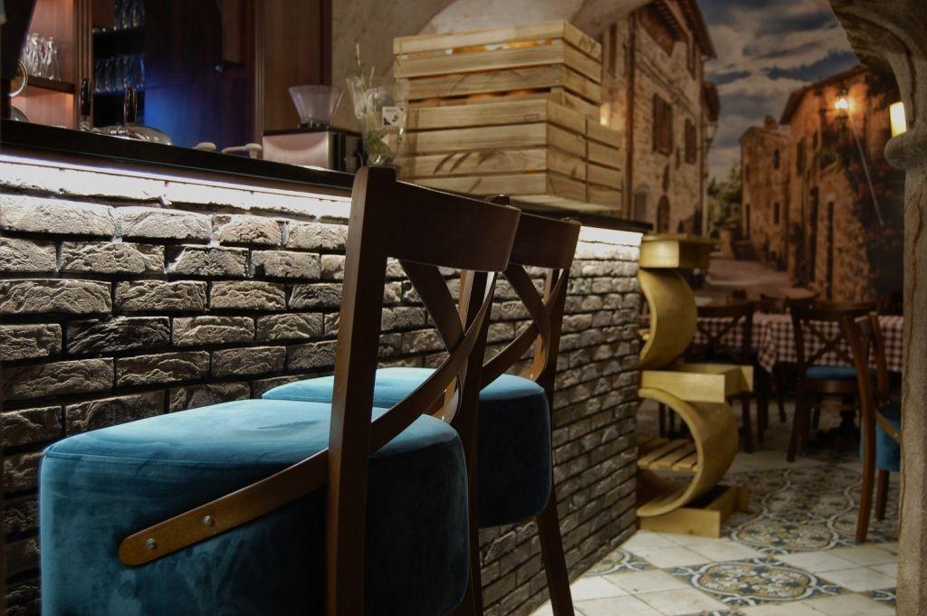 Piwnica Winiarnia Hoker Elegancka Restauracja I Wykwintna Kuchnia O Sole Mio To Kwintesencja Wloskiego Stylu I Smaku P Interior Design Design Interior