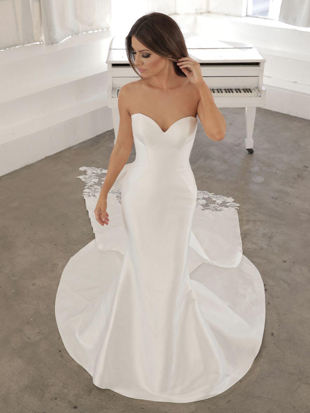 Nanelle 2021 Blue By Enzoani Enzoani Enzoani Wedding Dresses Wedding Dresses Strapless Wedding Dress Mermaid [ 1418 x 1064 Pixel ]