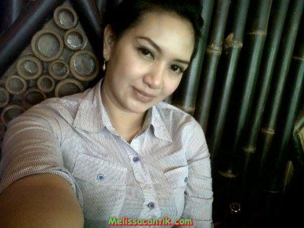 Foto Tante Cantik Berkerudung Bisa Diajak Kencan Hot Indonesia