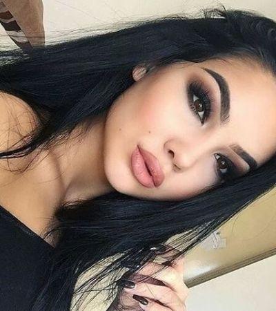 Mädchen schwarze haare dunkelbraune augen