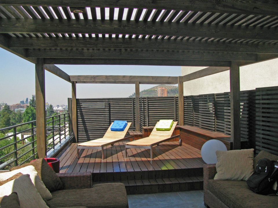 Terraza moderna de madera outdoor living and dinning for Modelo de terraza moderna