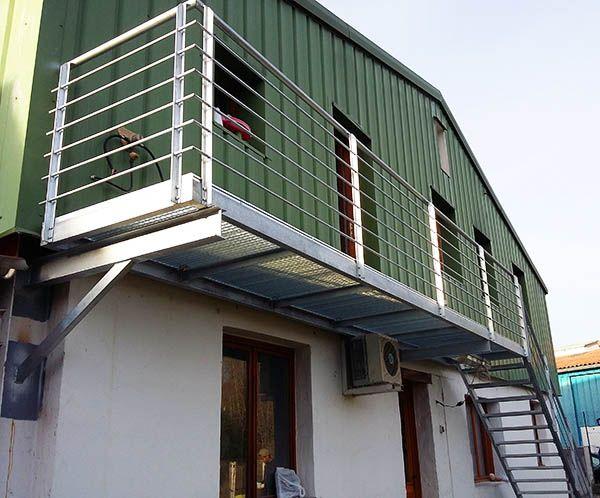 La estructura est perfectamente fijada a la vivienda escalera escaleras escaleras - Escaleras para viviendas ...