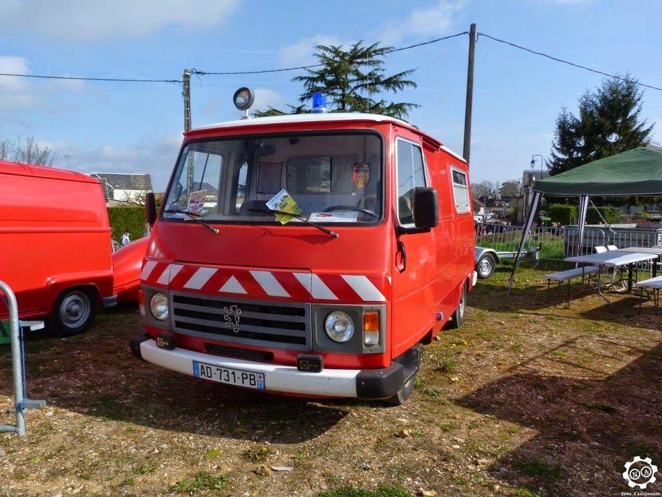 #Peugeot #J7 aux couleurs des #Pompirers vu à l'expo-bourse de Courtenay. Reportage complet sur notre site : http://newsdanciennes.com/2015/04/12/grand-format-news-danciennes-a-courtenay/ #Classic #Car