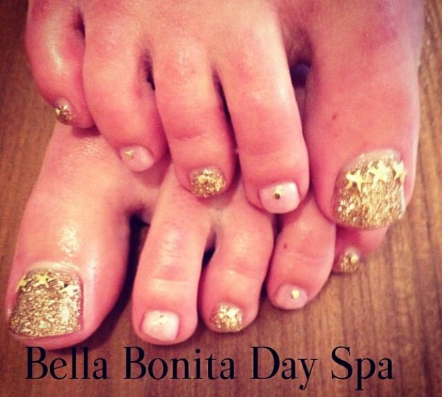 Gold toe nails art