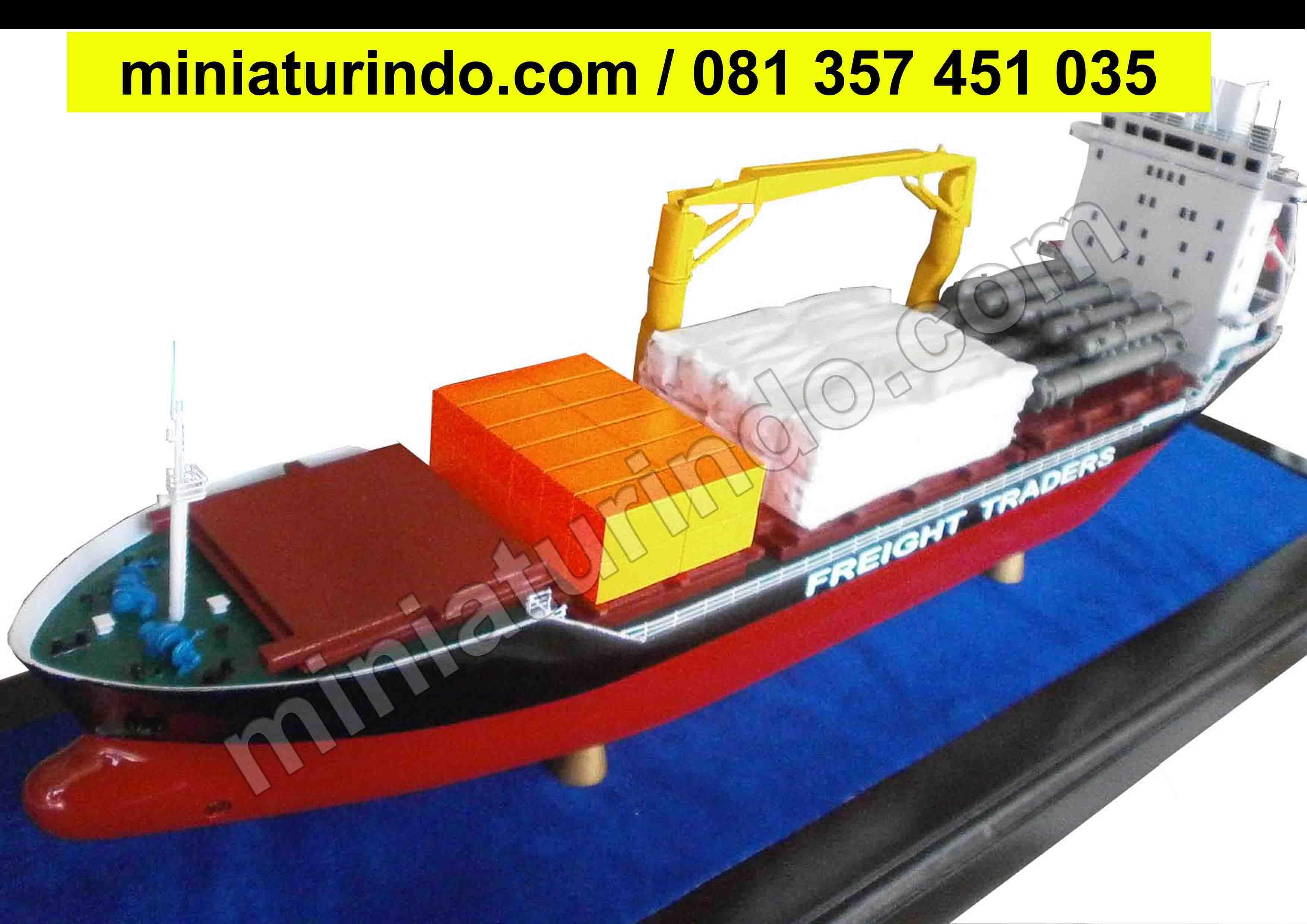 Kapal Pinisi Terbesarminiatur Perahu Dari Bambuminiatur Kapal