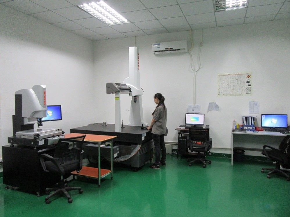 WIT MOLD's QC Room (CMM machine, Hardness Gauge, Height gage, Projector). Equipped with different inspect equipment to ensure high quality mold to customers.