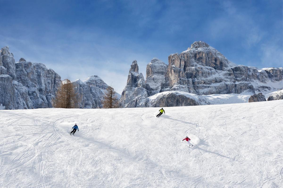 In Südtirol erfährt man spektakuläre Pisten à gogo und das Beste zweier Gastro-Welten: Eine Skisafari in den Dolomiten garantiert