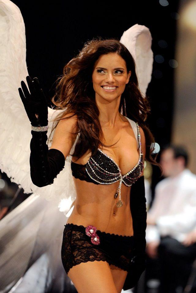 bbdafaea25 Brazilian beauty Adriana Lima wore the Black Diamond Fantasy Miracle Bra in  2008 http