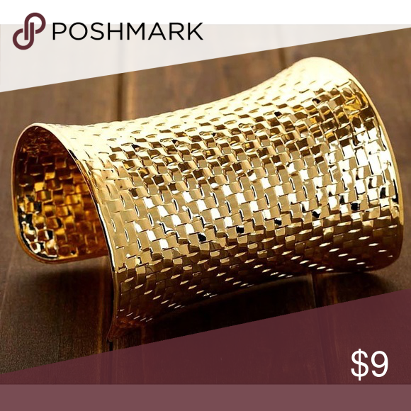 Egyptian cuff Gold cuff with beautiful detail Jewelry Bracelets