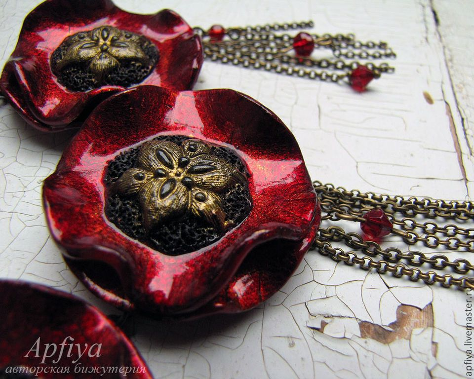 PC poppy flower necklace