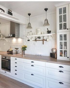 Jeg syns dette kjøkkenet fra @behindabluedoor er så vakkert!  #theonetofollow #kitcheninspo #nordiskehjem #nordicliving #vakrehjem #instahome #interior4all #nofilterneeded #kjøkkeninspirasjon