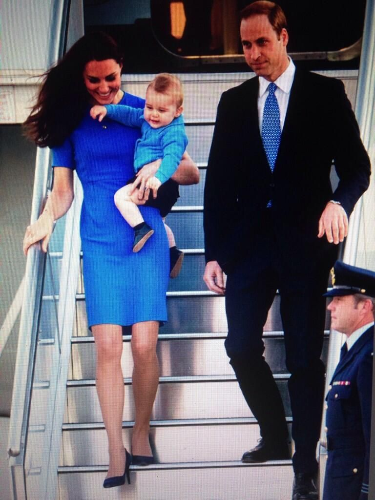 """""""@MEDIAMODEAus The Duke & Duchess of Cambridge with Prince George arrive in Canberra #RoyalVisitAus #PrinceGeorge pic.twitter.com/NSVi6M3gIs"""""""