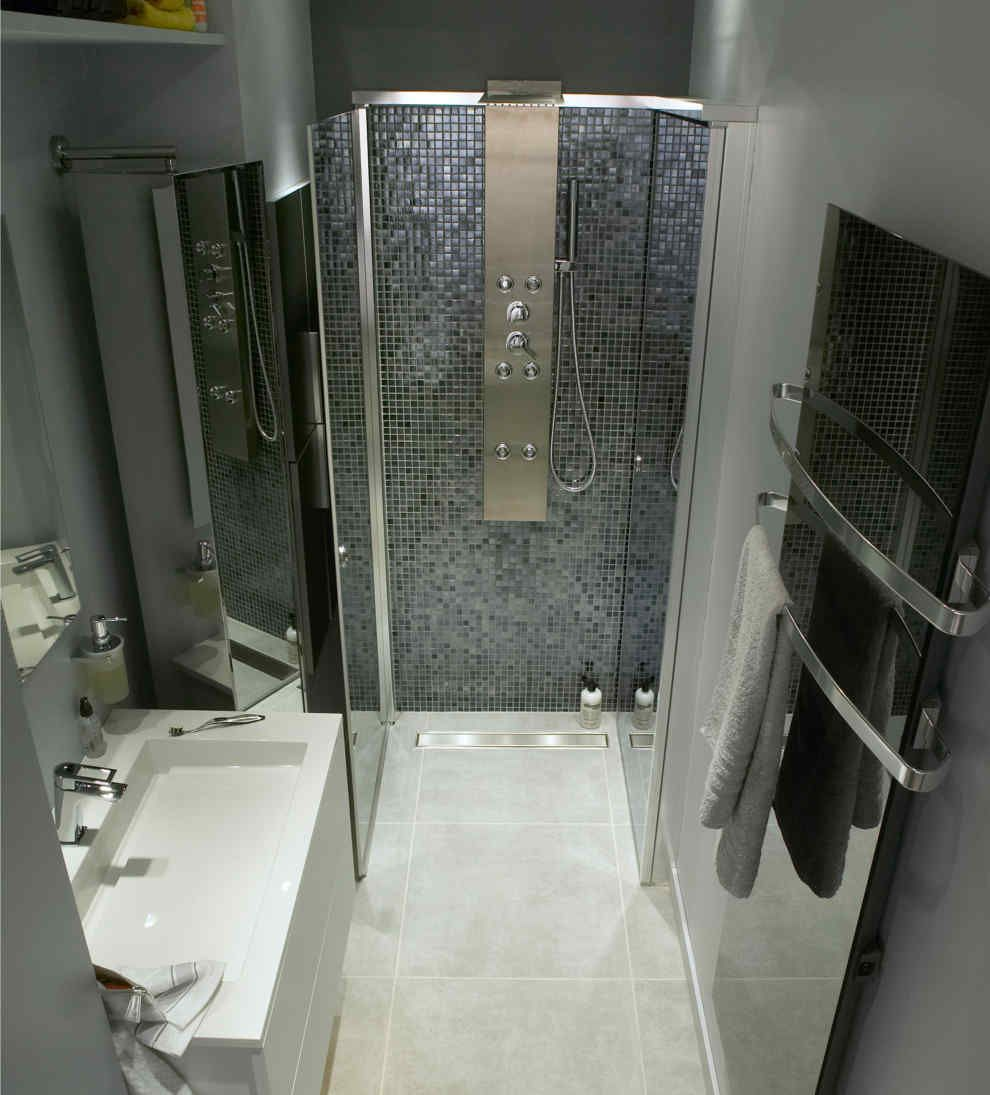 Bien am nager une petite salle de bains leroy merlin - Idee deco salle de bain petit espace ...