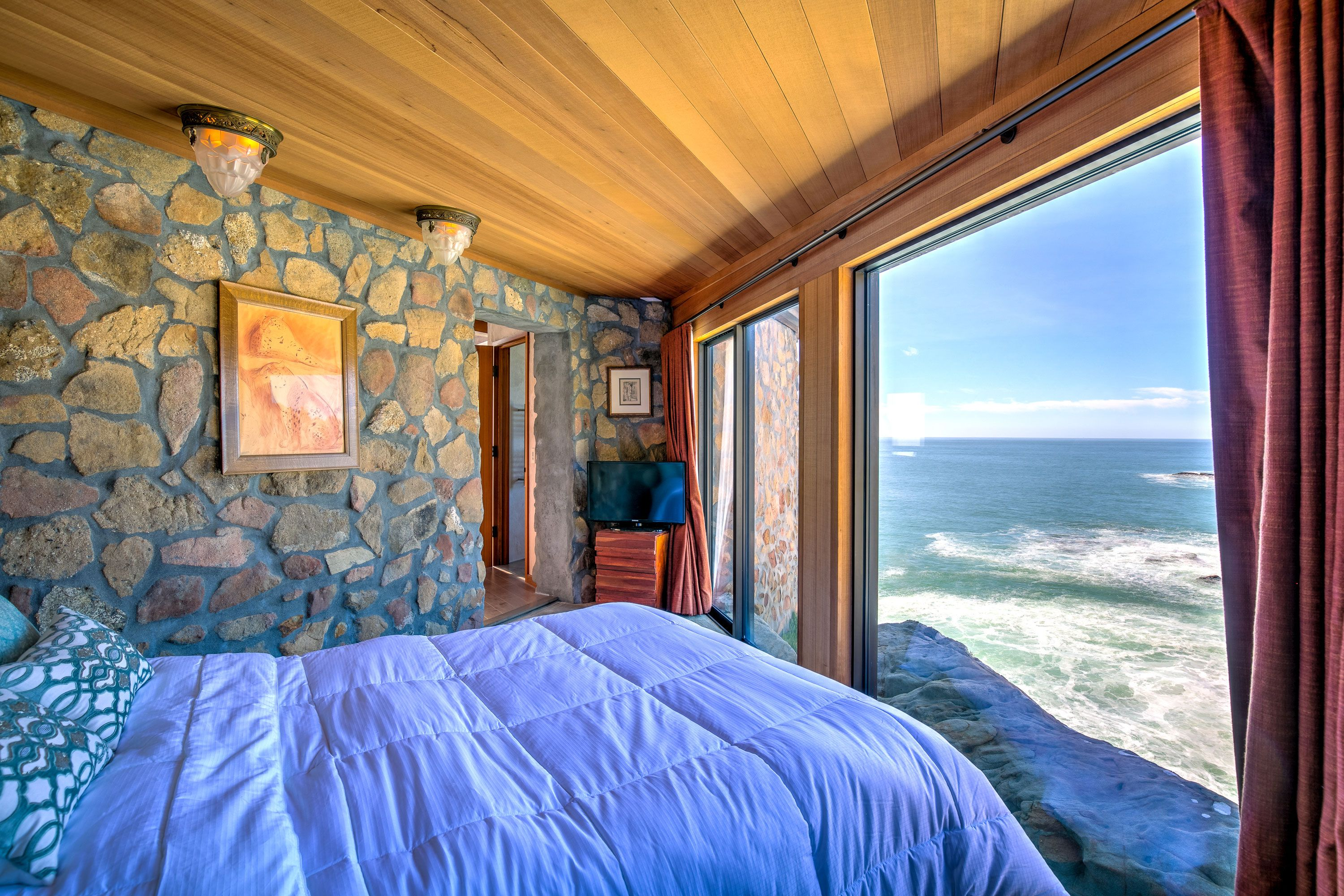 This Cliff Top Glass House Is Practically One With The Pacific Glass House House Ocean House