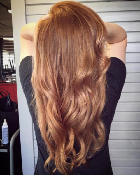 Rose Gold Blonde: Το πιο it χρώμα μαλλιών του φθινοπώρου | Jenny.gr