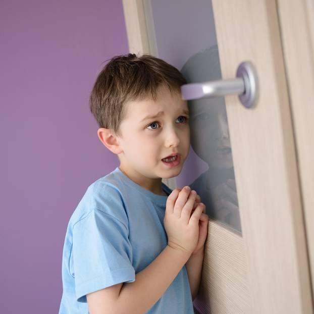 Reife Mutter spioniert auf Jungen