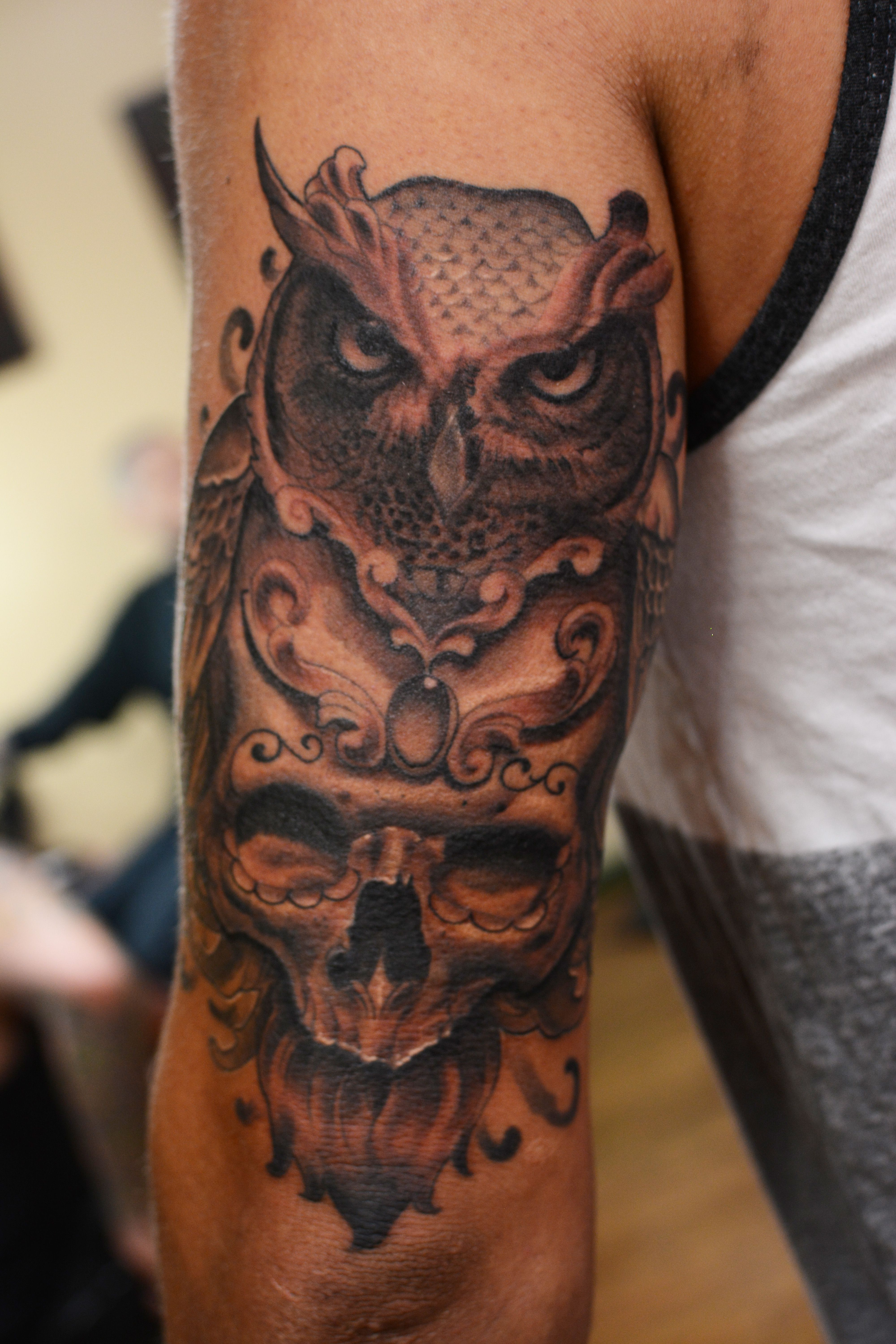 owl skull tattoo on outer thigh google search tattoos pinterest owl skull tattoos owl. Black Bedroom Furniture Sets. Home Design Ideas