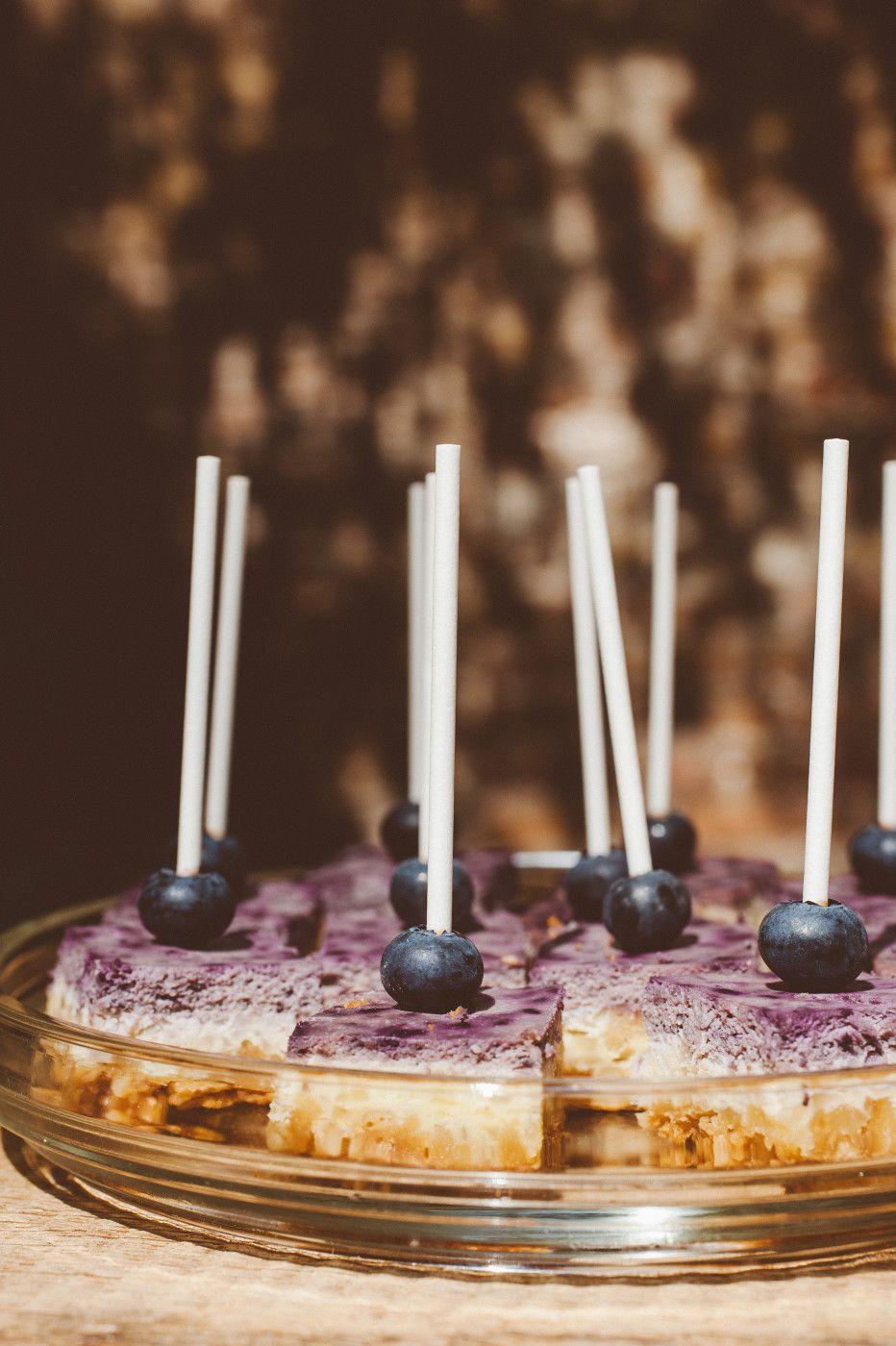 Mini Blueberry Cheesecake & Rose Cookies Fotocredit: Katinka Stone
