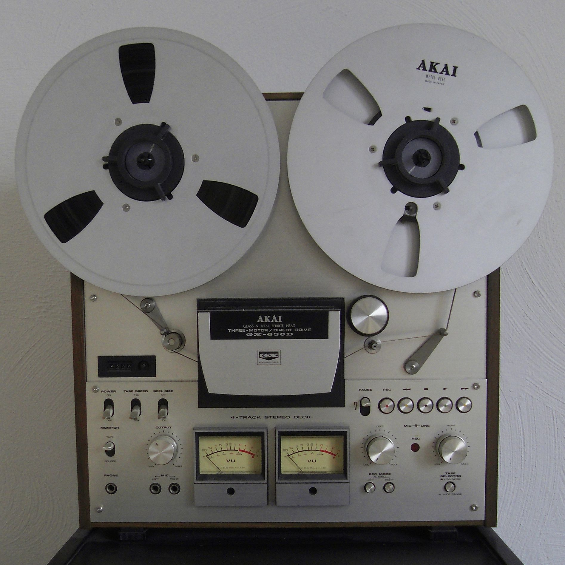 Akai audio reel to reel recorder Led tv, Akai