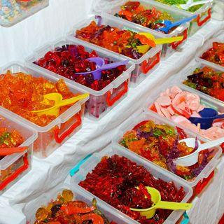اضرار الحلويات المطاطية الحلويات المطاطية Gummy ان هذه الحلويات على وجه الخصوص تعلق بالأسنان لمدة طويلة وبسبب احتوائها على كمية كبيرة Ice Cube Tray Cube