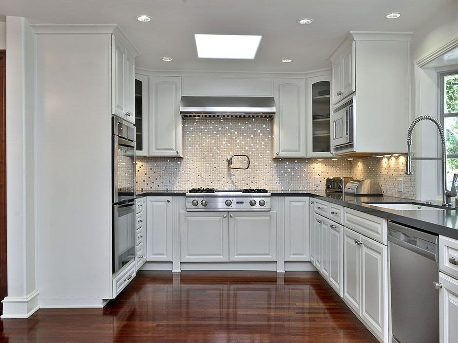 Best A Modern And Bright Kitchen With The Latest In Appliances 640 x 480
