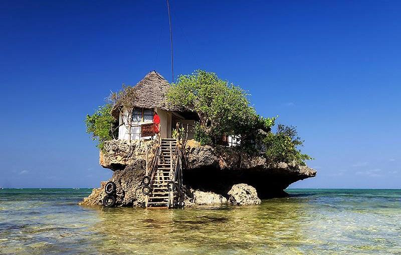 タンザニア ザンジバル島にある海の上のレストラン ザ ロック