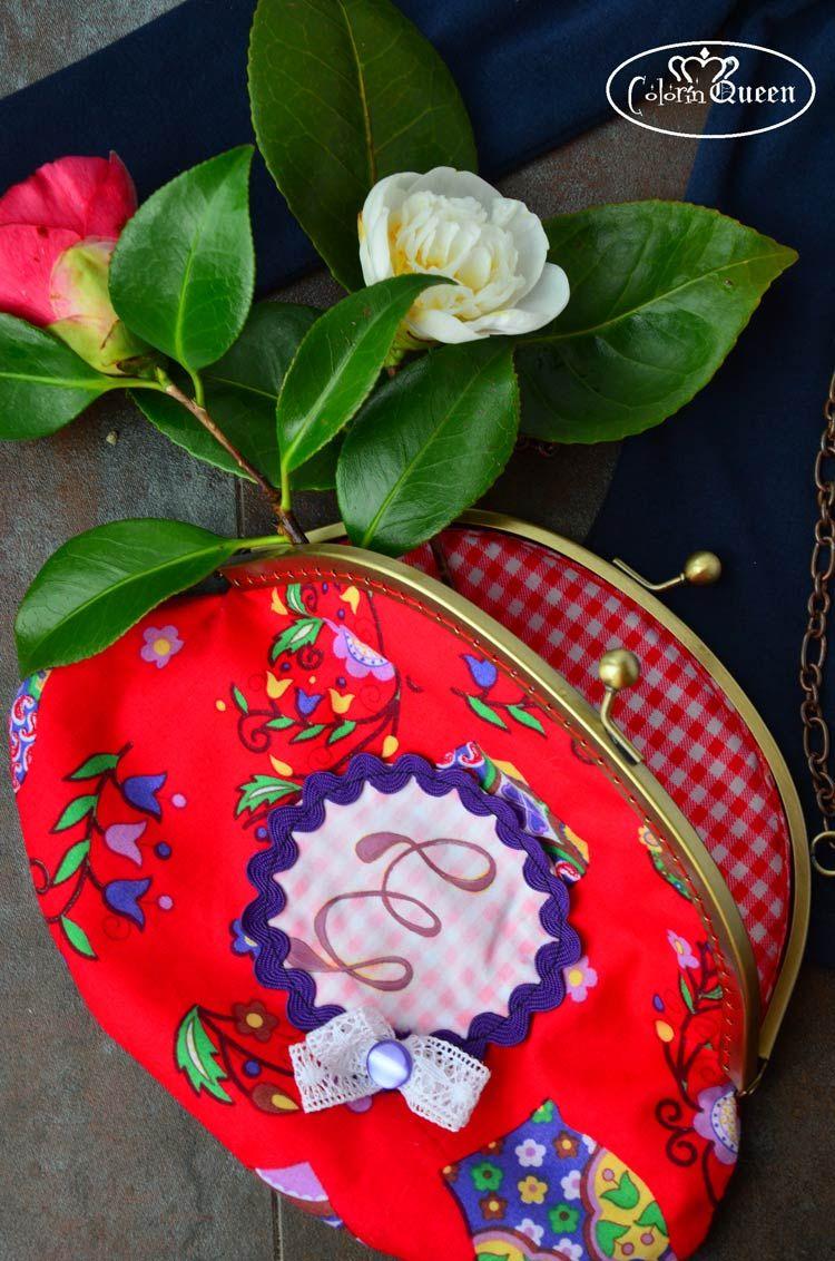 Bolso matrioska handmade con inicial pintada a mano.