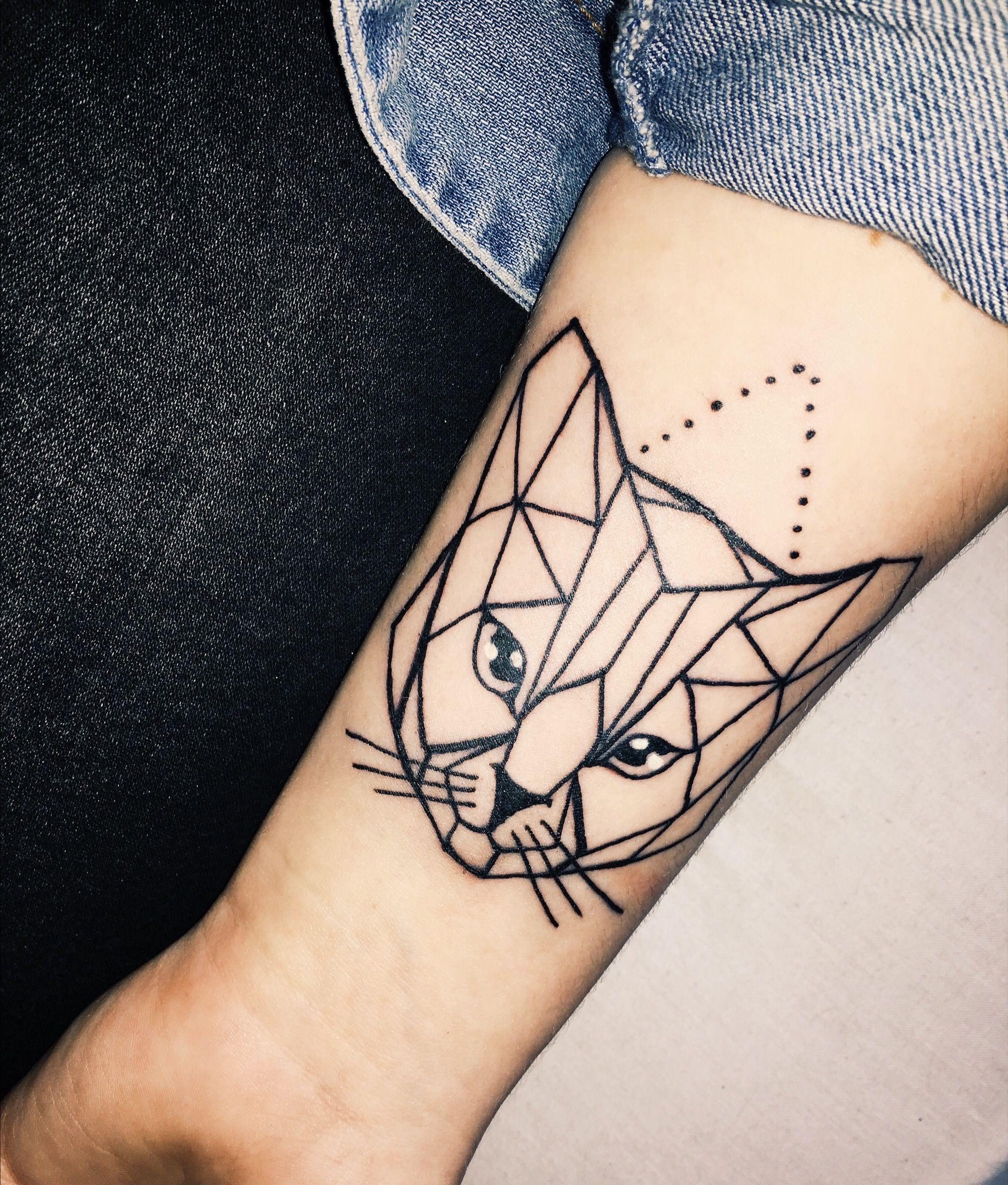 Geometric Cat Tattoo On Forearm Tatouage Origami Tatouage Chat