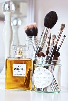 Vanity ~ Dressing Area   Rangements maquillage, Rangement maquillage diy, Rangement maquillage ...
