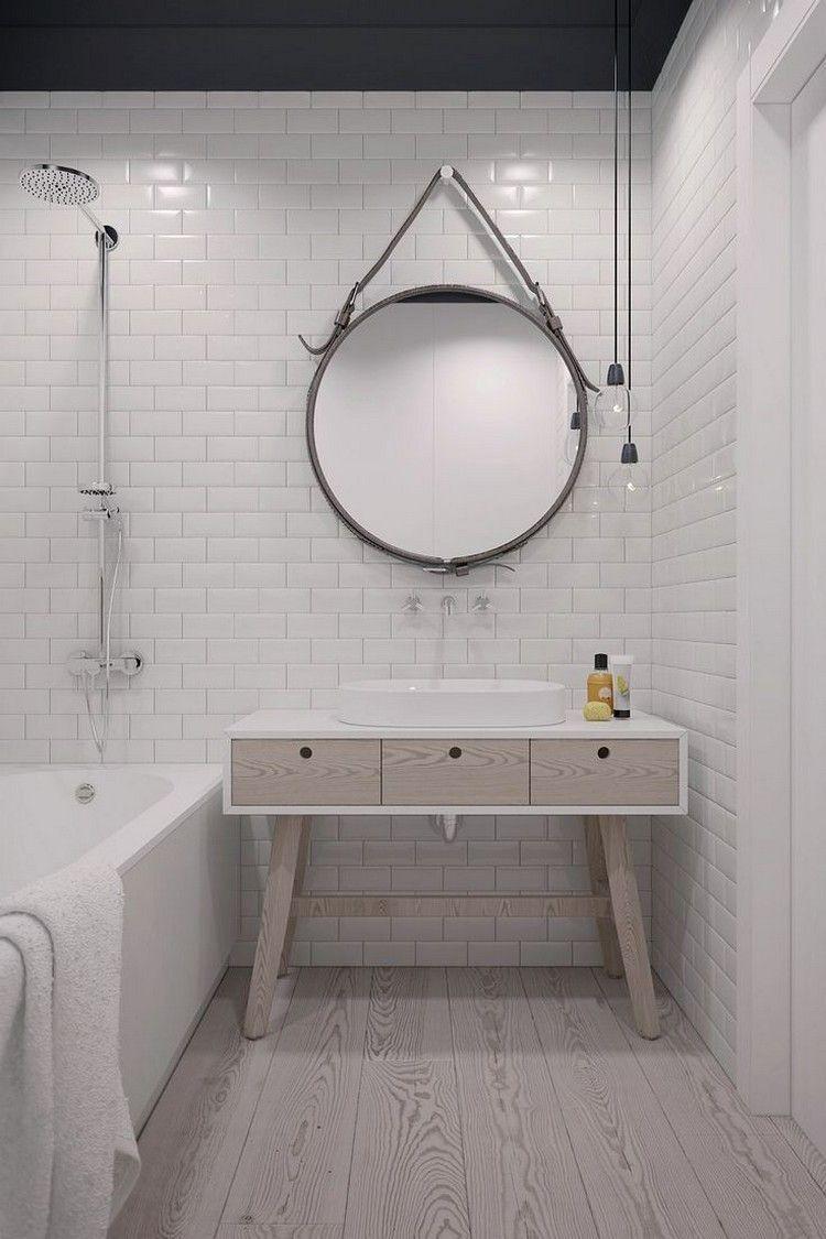 Petite Salle De Bain Scandinave Avec Baignoire Douche Grand Miroir éléments  En Bois