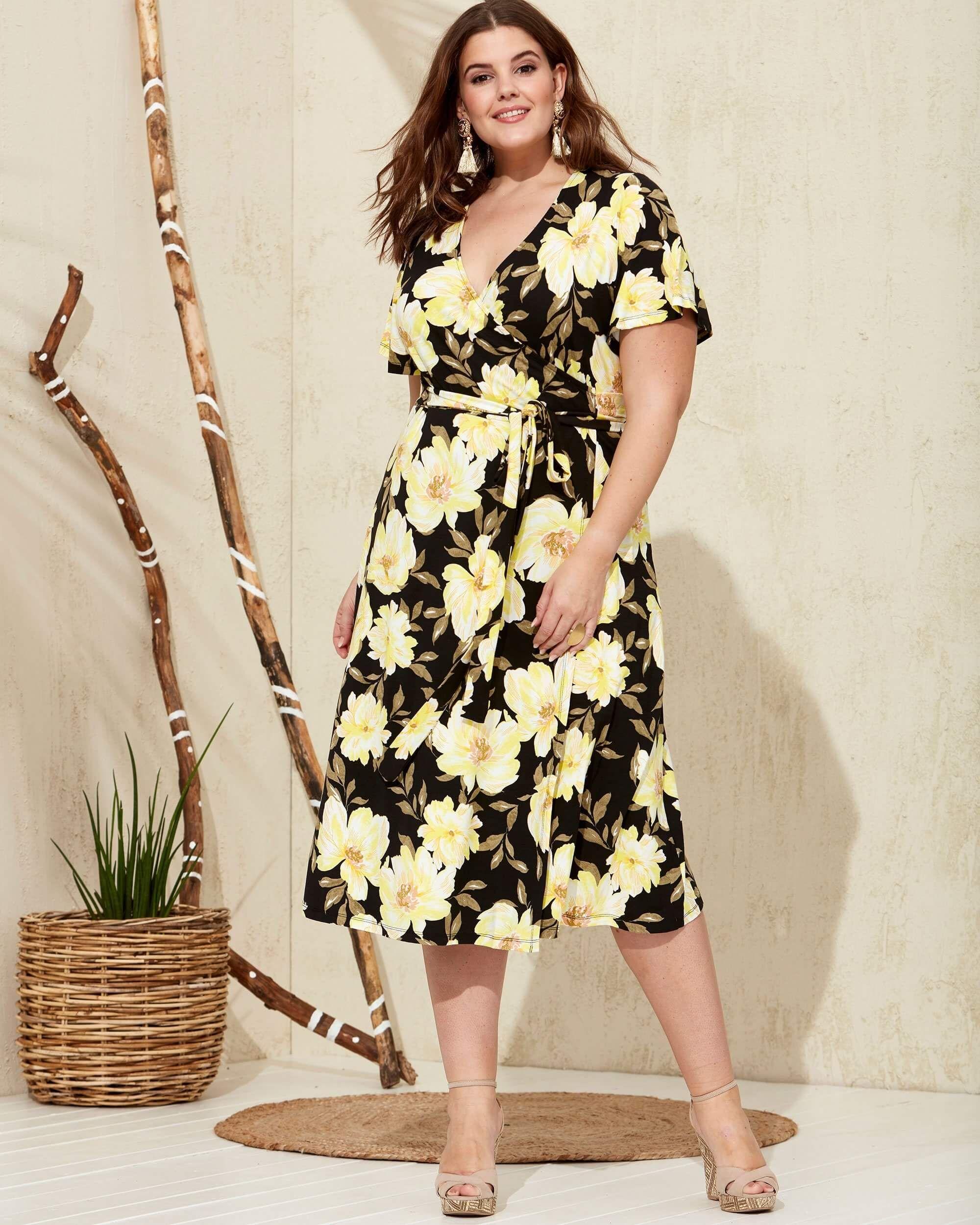 bdfb8002 Sort og gul slå-om-kjole i viskose jersey | 2020 Plus size | Dresses ...
