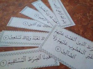 بطاقات تلقين سورة الفاتحة للأطفال مرفقة بتفسير السورة Muslim Kids Activities Islam For Kids Muslim Kids