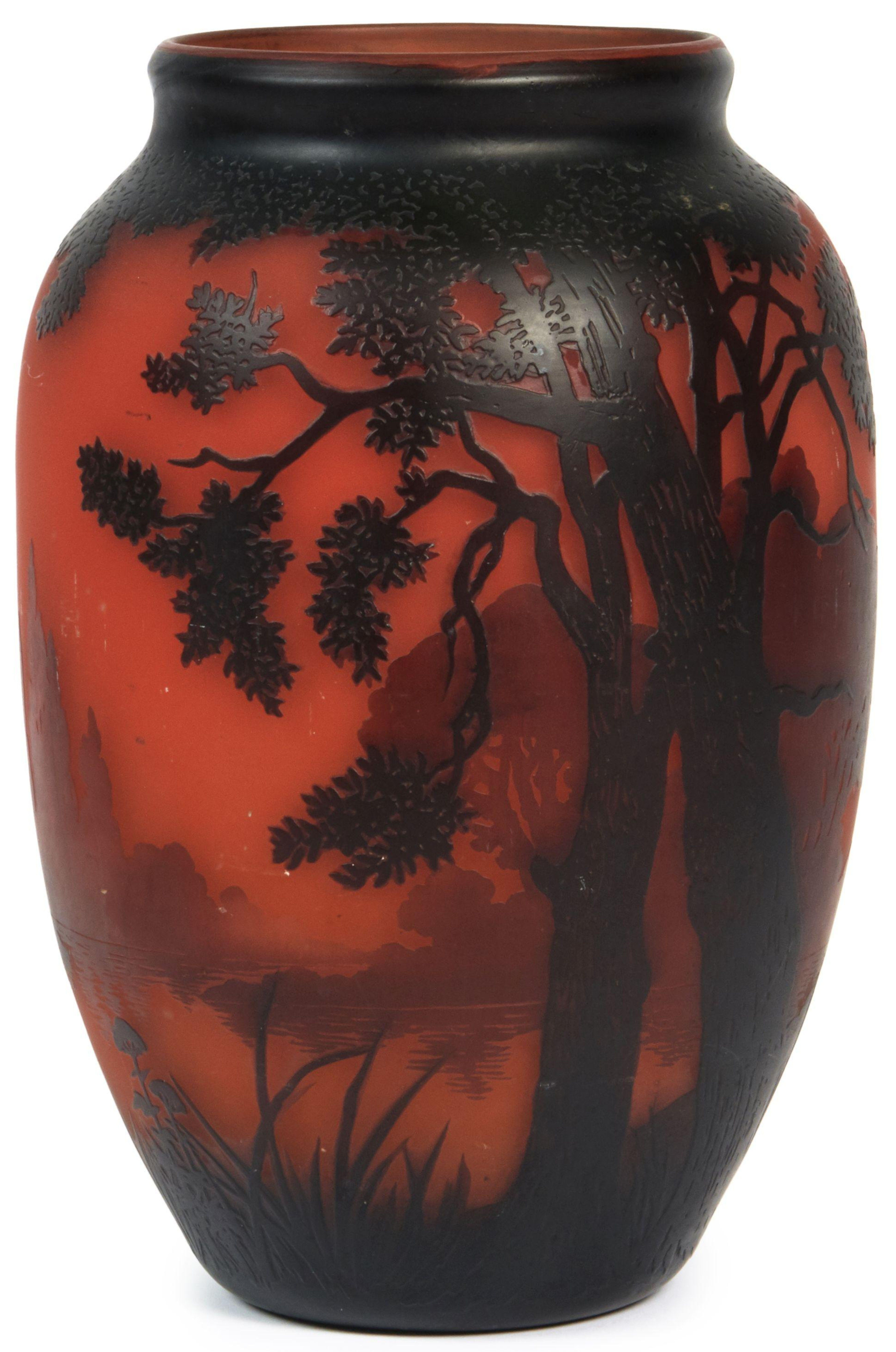 Description Muller Freres Luneville Vase Epreuve En Verre Multicouche A Decor Grave De Paysage Brun Sur Fond Rouge Signe H 30 Luneville Fond Rouge Verre