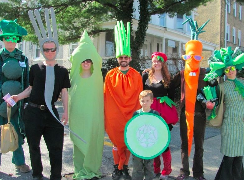 Easy And Creative Group Costume Idea Dress Up As A Salad With Lettuce Carrots Cubers Peas Radish Of Course Fork