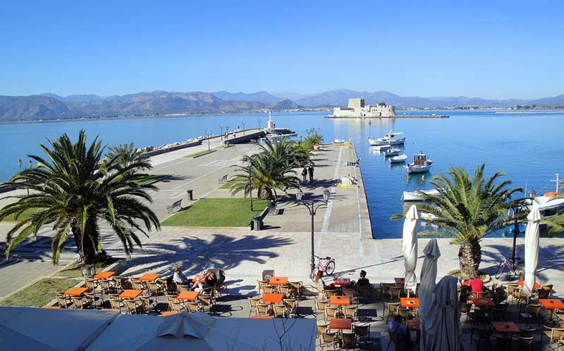 #Iliostasio Cafe facing #Nafplio bay and #Bourtzi fortress in #Nafplio, #Greece