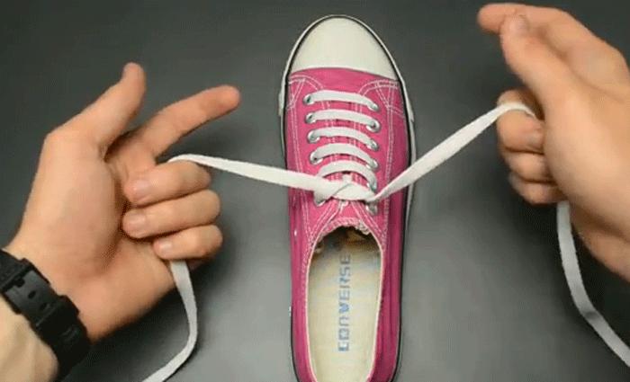 Heeft je kind nog geen strikdiploma of krijg-ie het maar niet onder de knie? Bekijk dan deze video.
