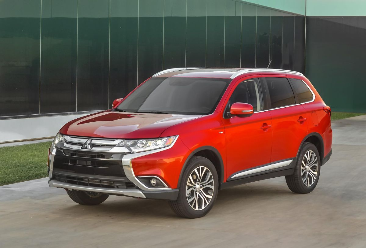 2016 mitsubishi outlander release date review interior towing capacity msrp price mitsubishi outlander outlander outlander suv pinterest