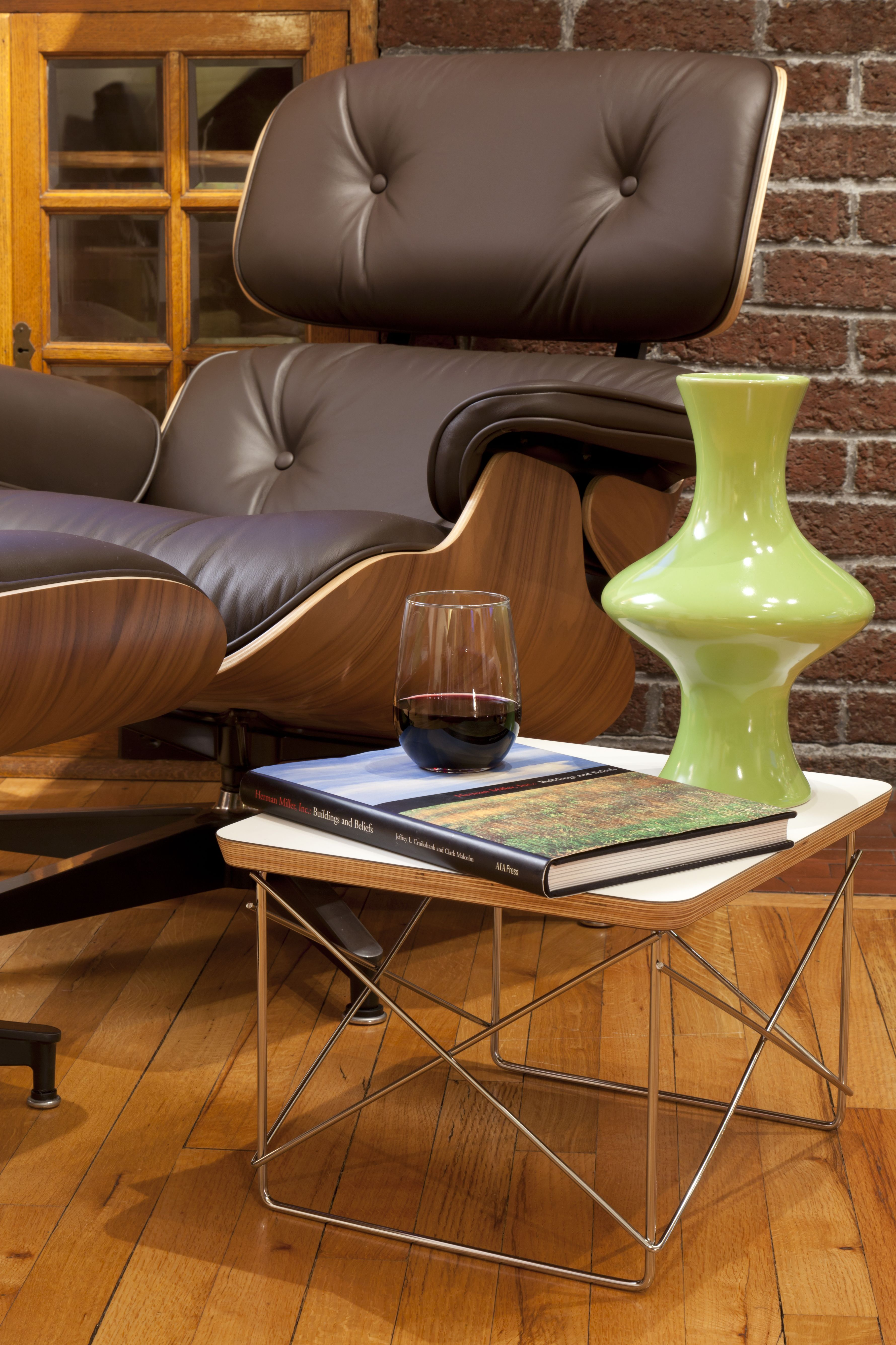eames lounge u0026 ottoman with eames wirebase side table