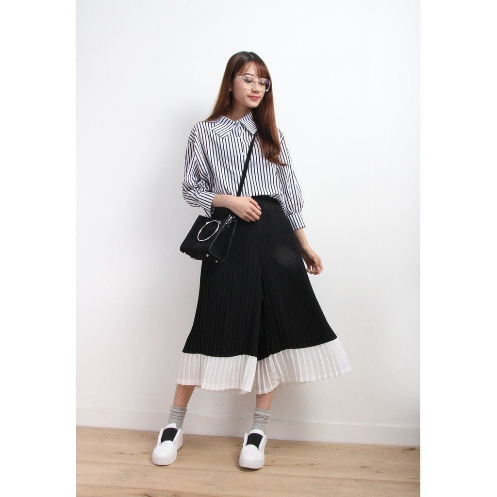 Color Block Wide Leg Awkward Length Pleated Trousers