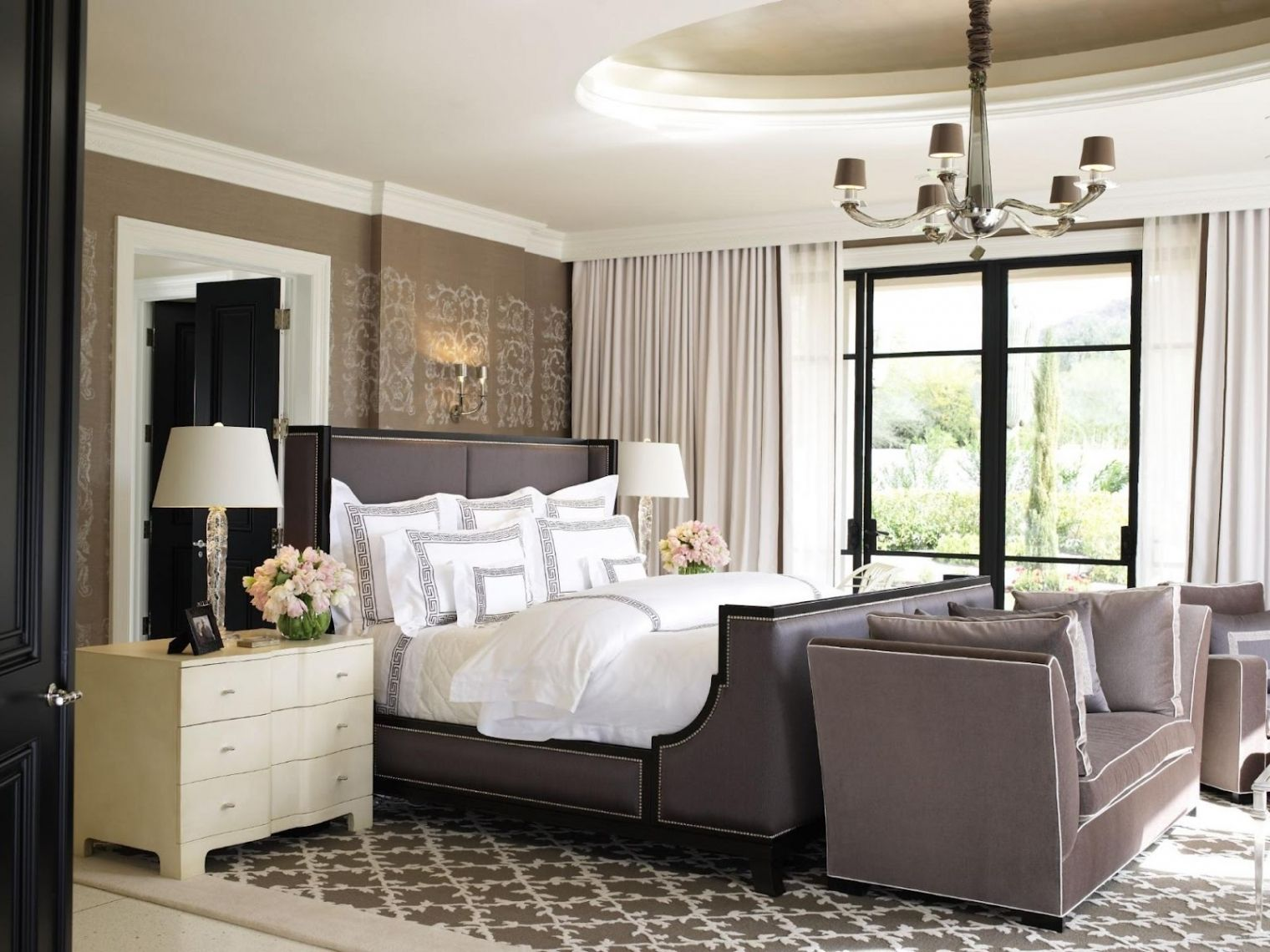 30 Best Trendy and Glamour Cozy Romantic Bed Decor Inspirations http://freshouz.com/trendy-and-glamour-bed-decor/