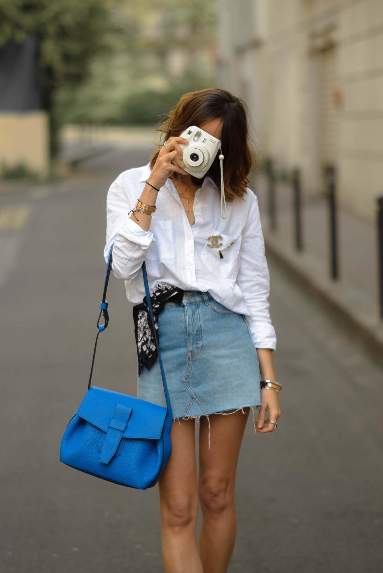 La jupe en denim est de retour ! Comment la porter   Je vous propose un look  avec une mini jupe en jean, chemise en lin oversize et une paire de vans 6699cb09b80