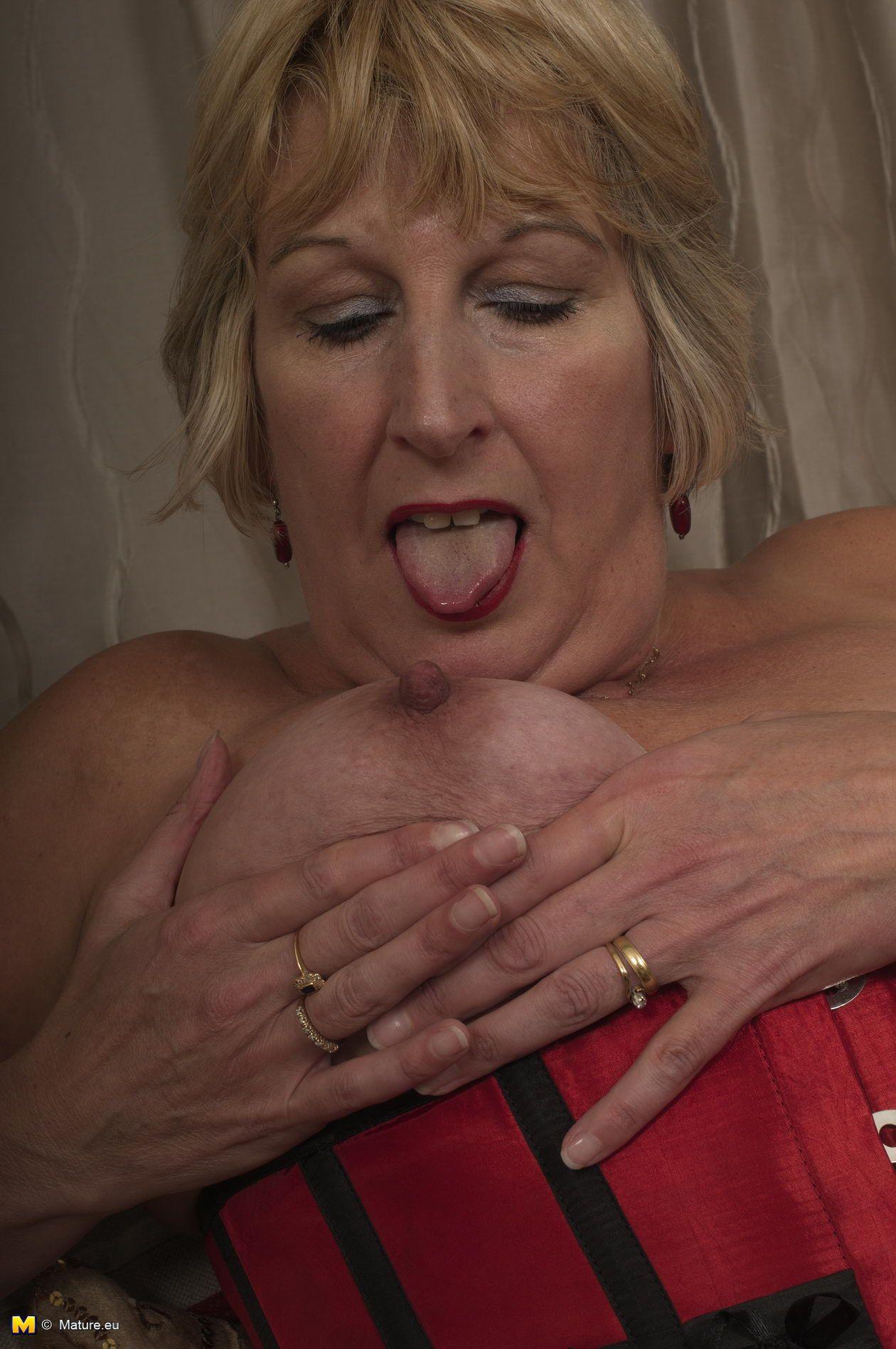 mature uk rosemary | mature.eu rosemary showing her british butt to