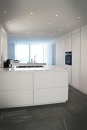 Cucina total White laminato Fenix NTM top marmo bianco carrara ...