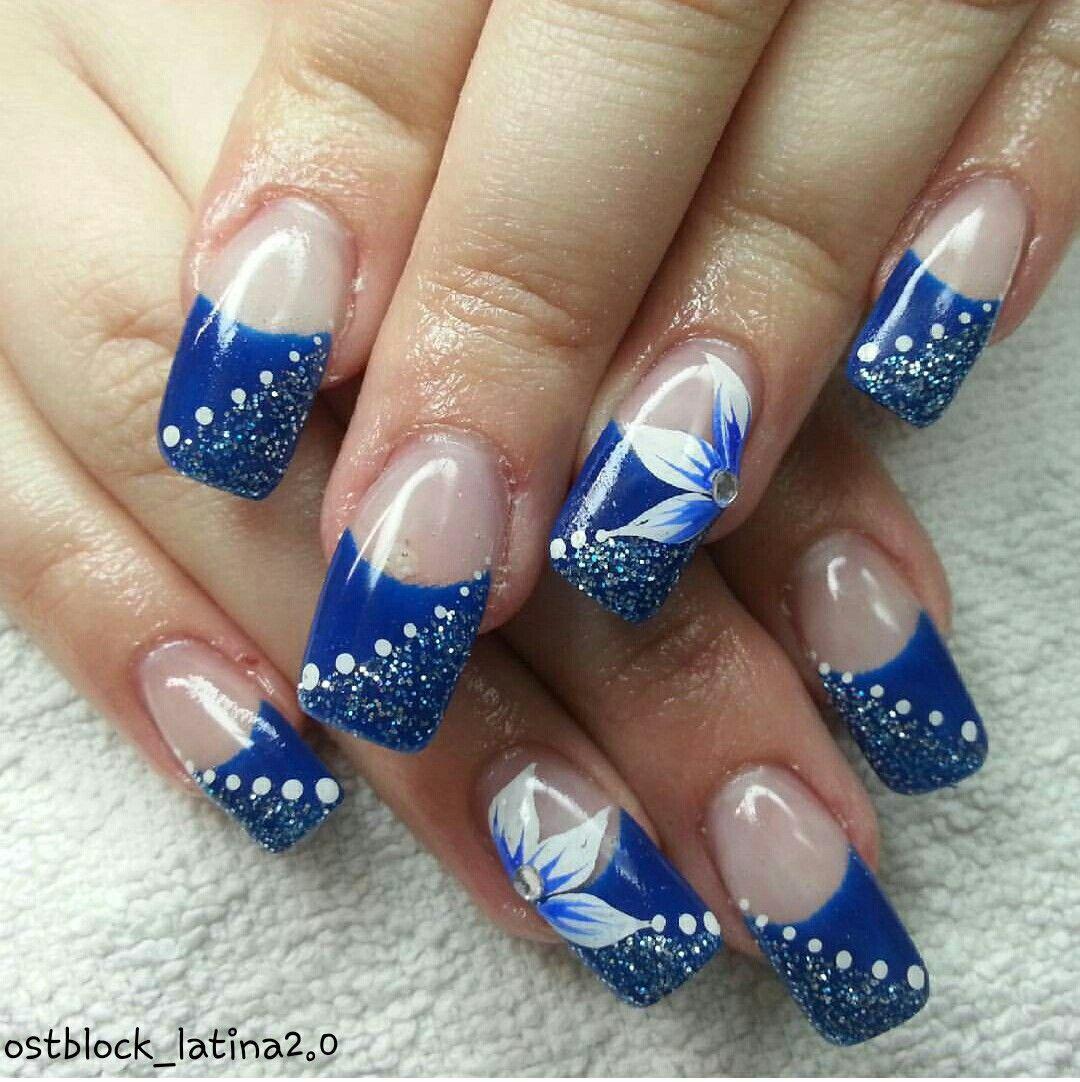 Nägel/Gelnägel/blau/weiß/glitzer/blume/strass/punkte/nails/gelnails ...