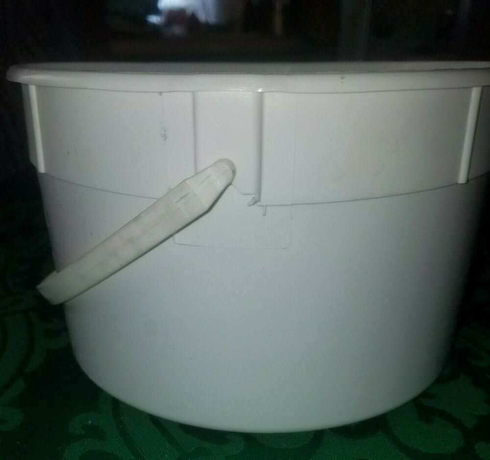Empty White Schwan S 1 Gallon Plastic Ice Cream Bucket Pail Container With Bail Schwan39s In 2020 Ice Cream Containers Different Ice Cream Flavors Plastic Pail