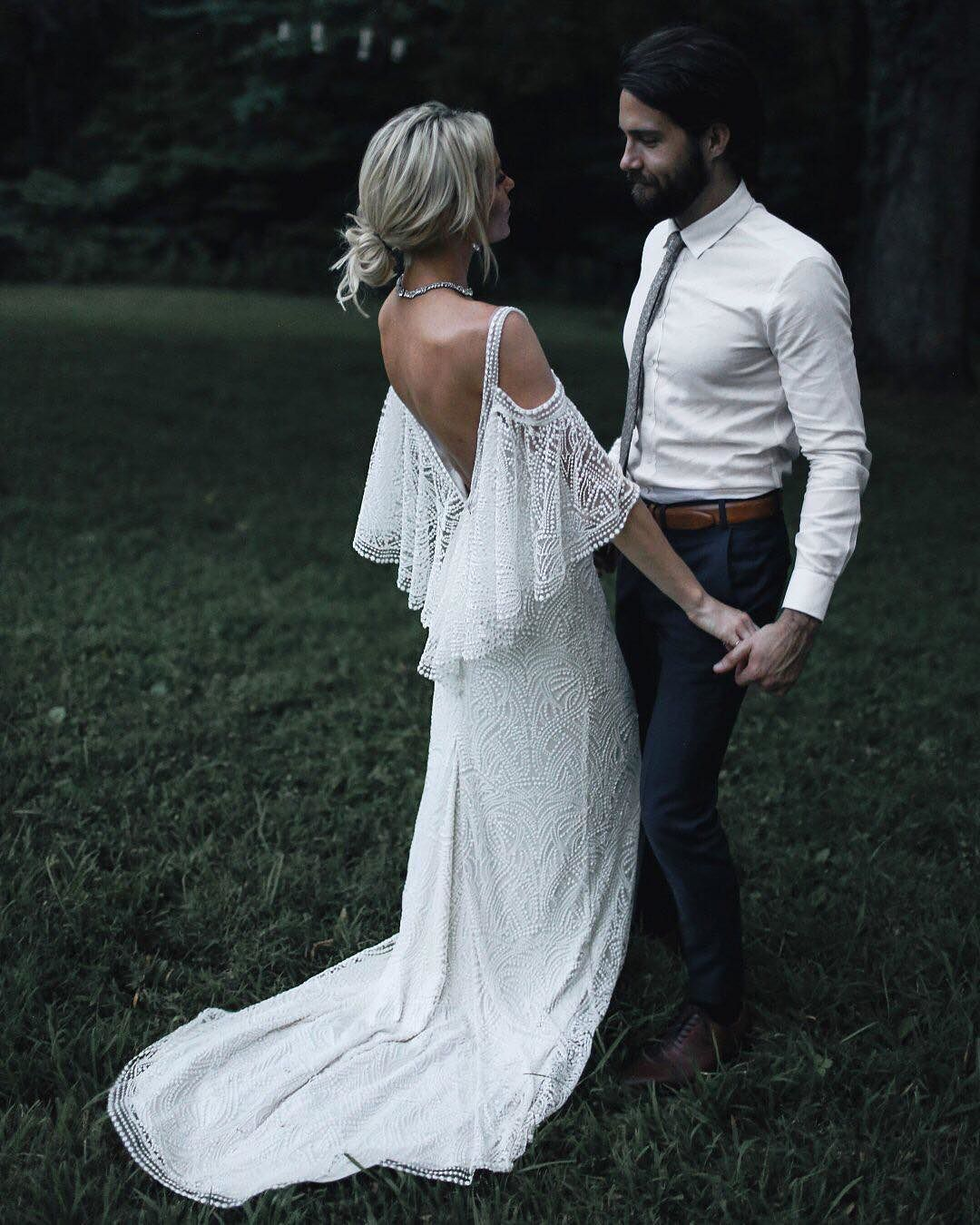 Dramatic detailing / bohemian silhouette. (@happilygrey | link in ...