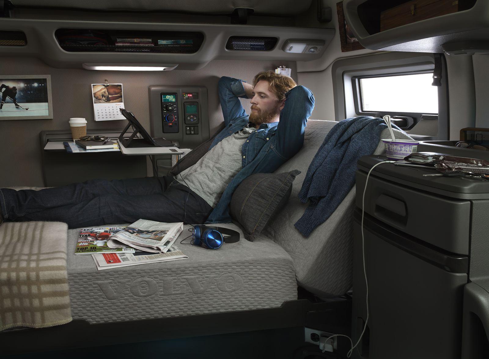 News Volvo VNL Semi Trucks Feature Numerous SelfDriving