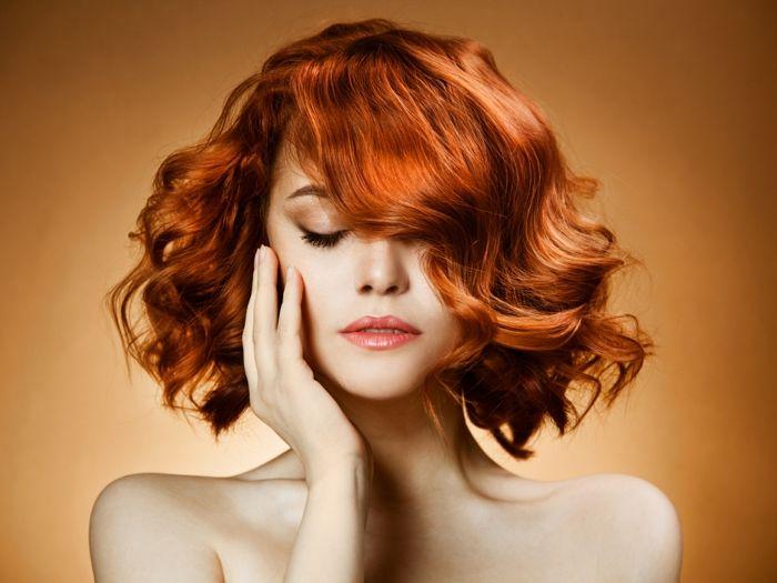 Choisir une coupe et couleur de cheveux