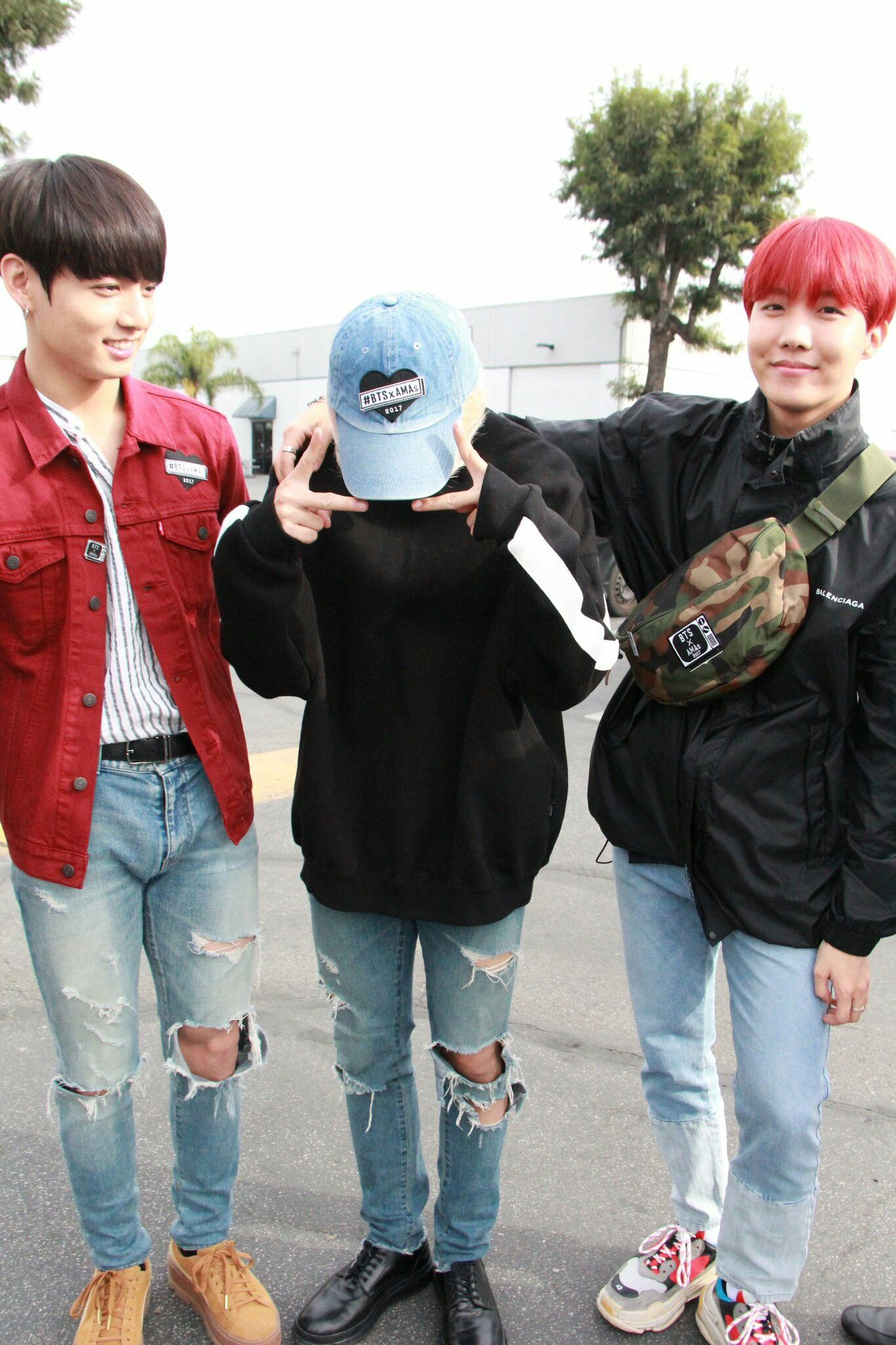 yo i dont rlly know what the fuck is going on with hobi and that disgusting shoulder fanny pack or smth bUT HE HELLA CUTE imma just mention how jungkook looks awfully boyfriend/daddy/oppa here
